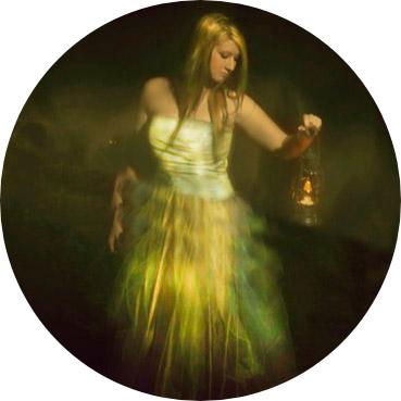 Una-extraña-mujer-se-acerca-en-el-lago. El Fantasma de la opera Garnier.